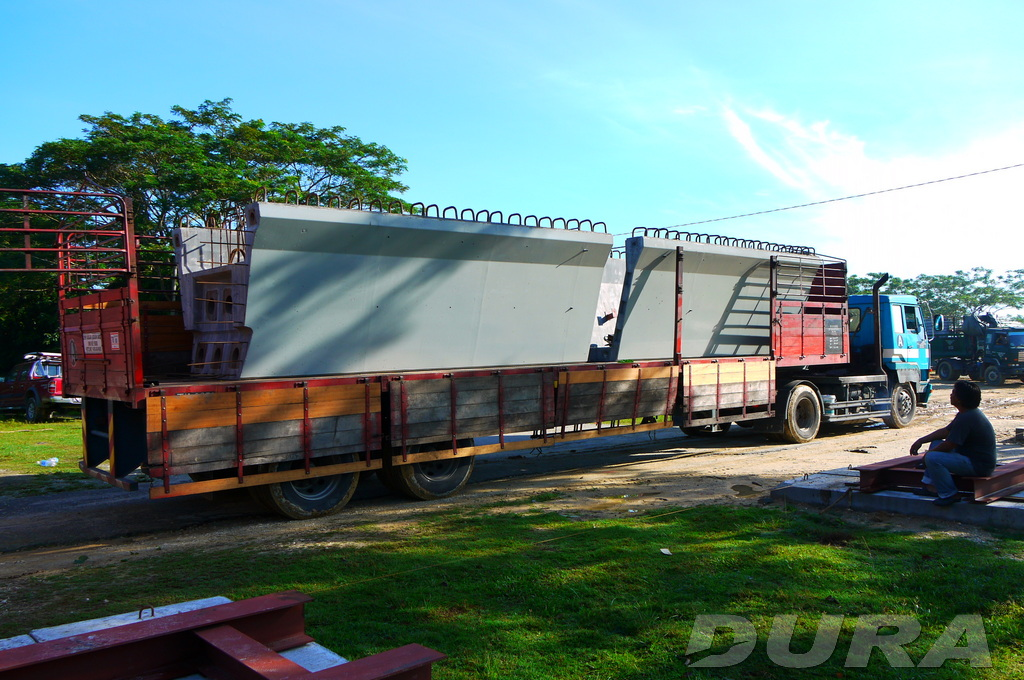 Transportation of UBG1750 segments to job site (16/11/2012).