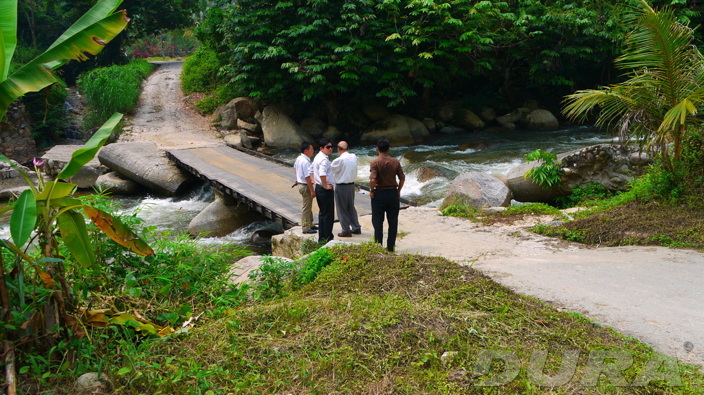 A working team inspecting the existing old temporary bridge