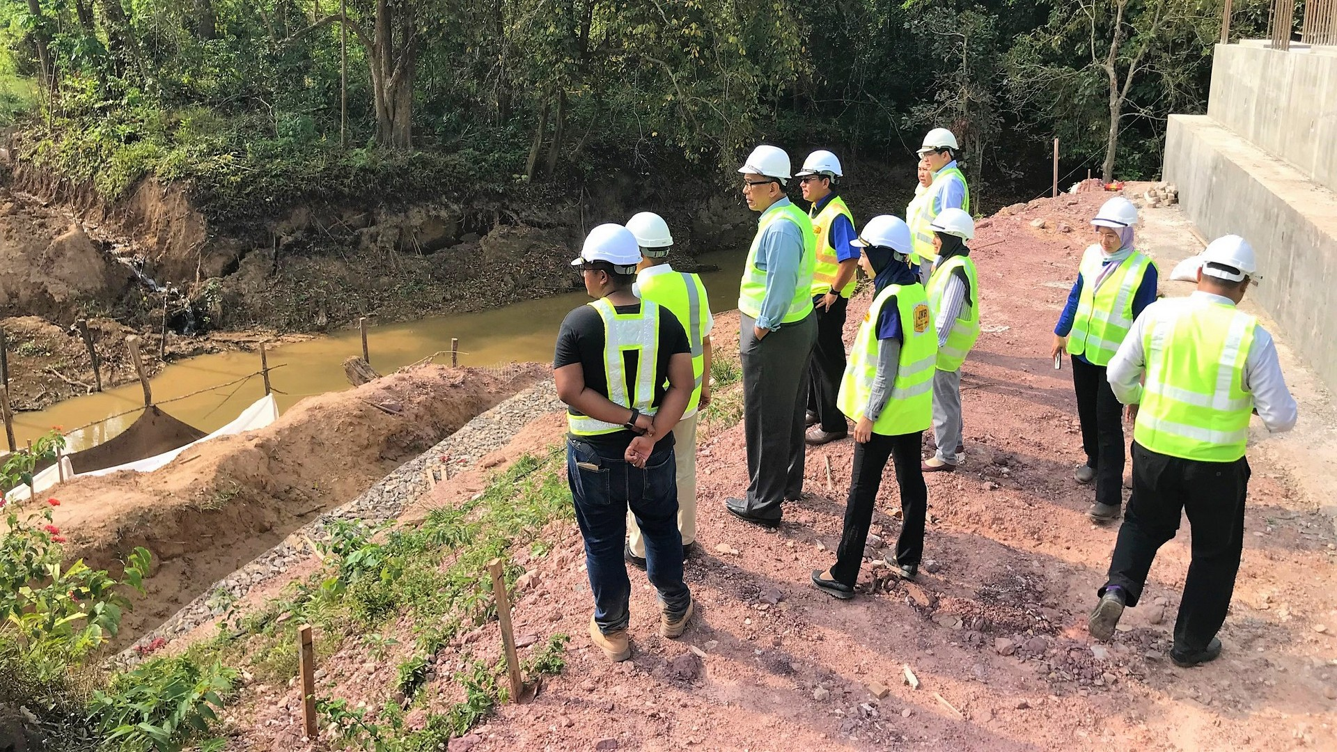 Site Visit at Sg. Jempul with Senior Director and Deputy Officer of the JKR.